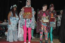 Klienti domova z Mariánské dokázali lidi pobavit i divadelním ztvárněním  pohádky.
