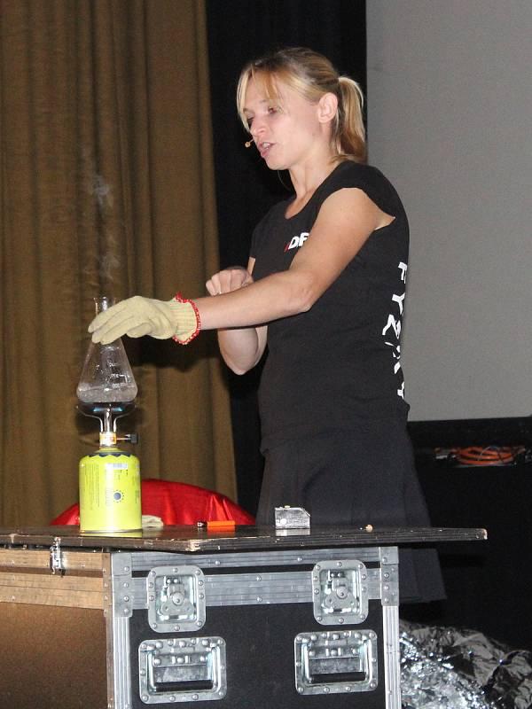 Úžasné divadlo fyziky pro žáky základních škol v Klatovech.