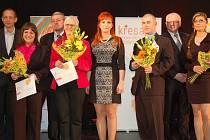 DRŽITELI KŘESADEL jsou, zleva: Michaela Moisesová, Věra Smržová, Petr Prokeš a Nikola Matějíčková.