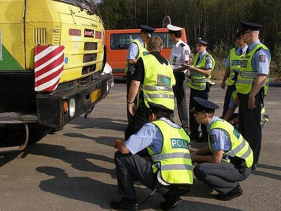 Budoucí policisté trénovali v terénu