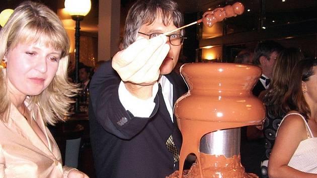 Lidé si mohli vychutnat čokoládovou fontánu.