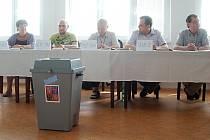 Co bylo typické pro eurovolby na Karlovarsku? Především nízká účast.