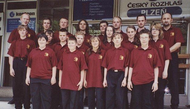 VELKÁ ŽIVOTNÍ ZKUŠENOST. Mladí hudebníci z tepelského orchestru si šance zahrát v přímém přenosu Českého rozhlasu Plzeň velmi váží.