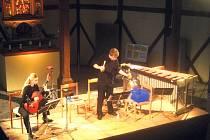 Mladí němečtí interpreti přednesli ve Špitálním kostele v Jáchymově některé skutečně neobvyklé skladby s i zcela neobvyklými zvuky.