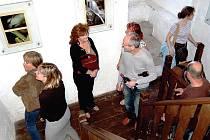Ilona Urie vystavuje od pátku v loketské Černé věži fotografie Lokte.