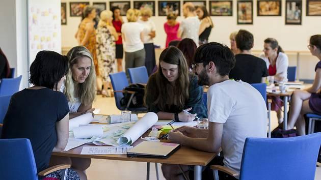 I odborníci, jakými jsou zkušení knihovníci, se musejí dále vzdělávat. V Karlových Varech je motivoval Tomáš Štefka.