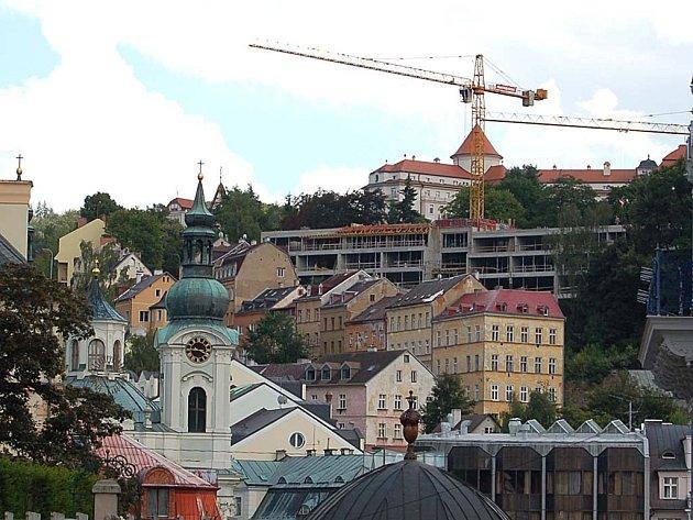 Karlovy Vary nezbytně potřebují urbanistickou komisi. Chaotické stavění město poškozuje.