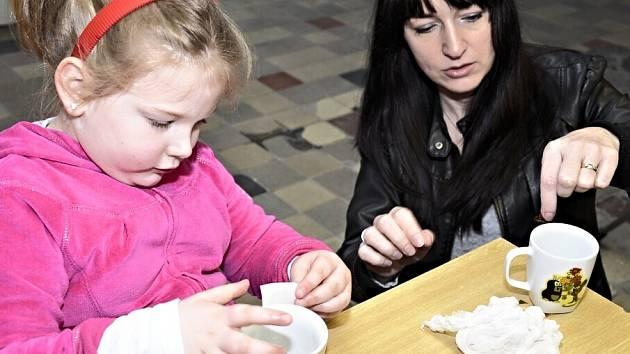 V NOVOROLSKÉ PORCELÁNCE si už získal popularitu návštěvnický okruh vedoucí celou továrnou. A neméně oblíbená je také Porcelánová školička, určená pro děti z mateřských a základních škol.