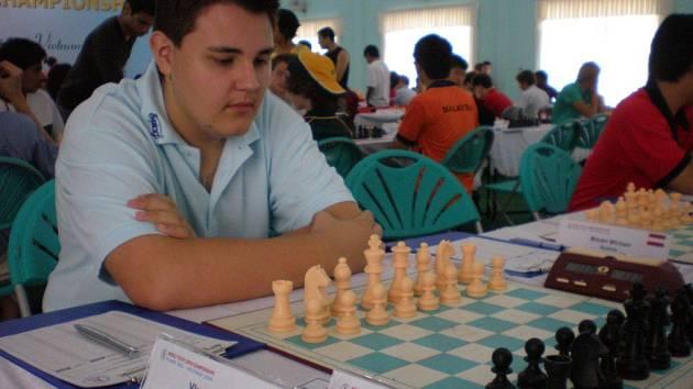 Nad šachovnicí tráví Lukáš Vlasák většinu volného času. Přesto o sobě tvrdí, že je spíš línější povahy.