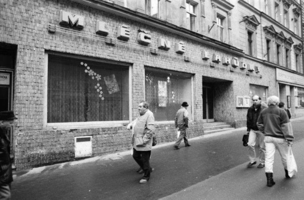 Podívejte se na lázeňské město na archivních známých či méně známých snímcích. Poznáváte místa Karlových Varů?