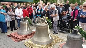 Kostel Povýšení svatého Kříže v karlovarských Rybářích může od soboty opět zvonit.