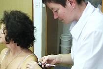 Zájem o vakcíny proti chřipce je v Karlovarském kraji minimální. Nepomáhá ani nabídka očkování zdarma