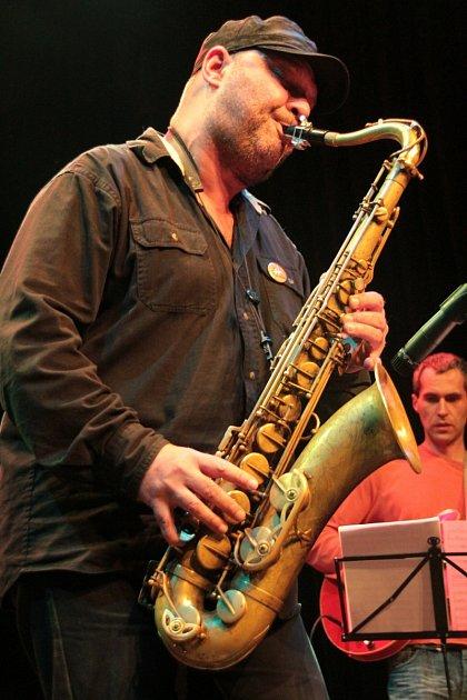 Na Jazzfestu 2015 se několikrát ukáže také karlovarský hudebník a ředitel festivalu Milan Krajiíc