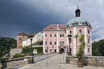 Bečovský hrad se za dva roky zpřístupní veřejnosti po náročné rekonstrukci, která začala před několika dny. Poté bude mít  svatého Maura zbrusu novou expozici.