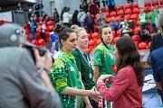 Finálový zápas finálového turnaje českého poháru basketbalistek v Karlových Varech, KP Brno  (v zelenobílém) - Sokol Nilfisk Hradec Králové