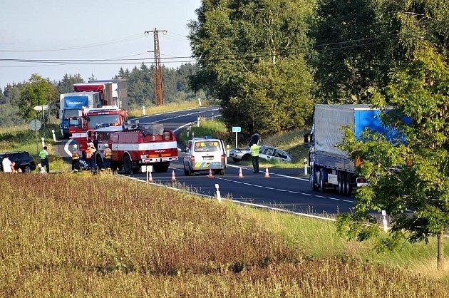 Při tragické dopravní nehodě u Dolního Žandova zemřel ve čtvrtek 1. září odpoledne motocyklista