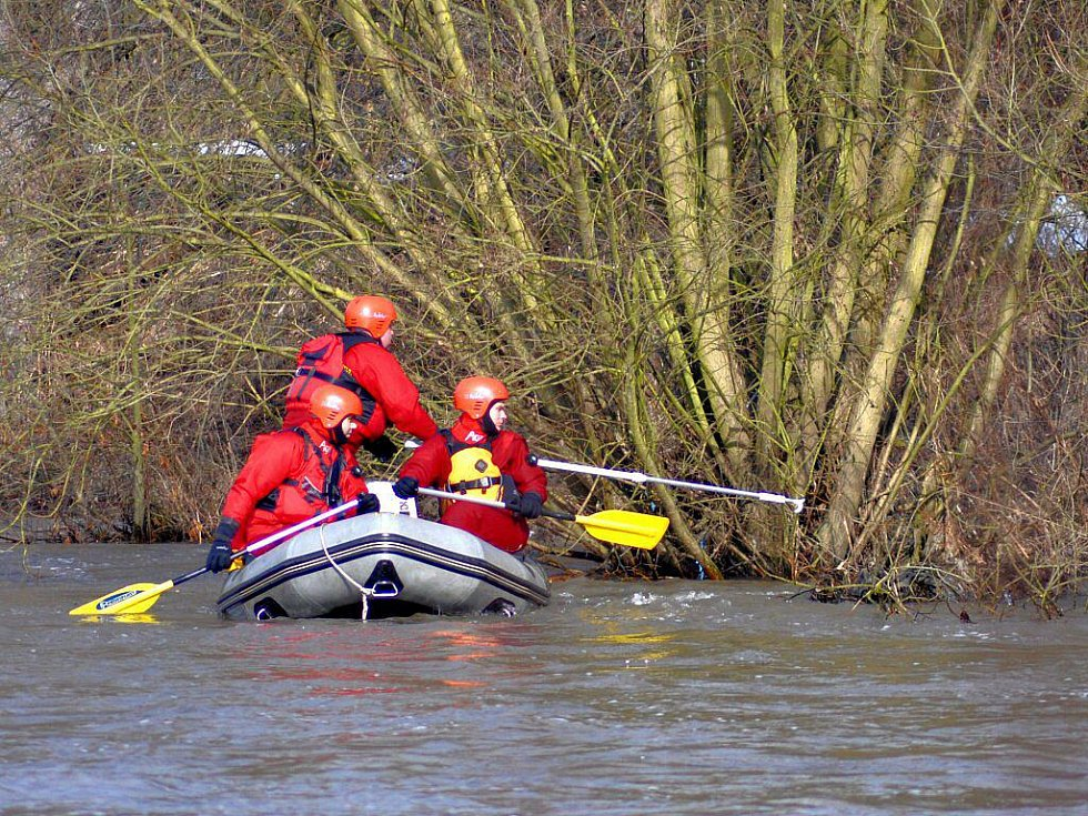 V úterý 2. března pokračovalo na řece Ohři pátrání po dvou lidech, kteří ve vlnách zmizeli v pondělí 1. března okolo poledne