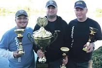 Silný tým karlovarských rybářů funguje už čtyři roky ve složení (zleva) František Pelíšek, Ladislav Chalupa a René Vinař. Ladislav Chalupa letos obhájil titul mistra ligy.