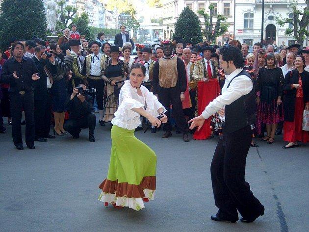 Maškarní ples na setkání šlechty v Karlových Varech