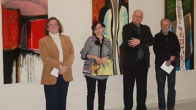 Nová výstavní síň vznikla v areálu karlovarského lázeňského hotelu Sanssouci v domě Green House. V pondělí tu začala výstava objektů Milana Neuberta a obrazů Václava Balšána.