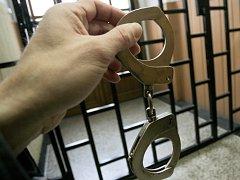 Násilník si může vykoledovat pobyt za mřížemi.