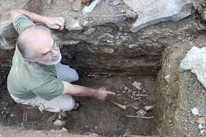 Podzemí chrámu sv. Maří Magdalény vydává svědectví