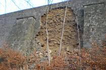 Opěrná zeď, která leží pod 'Starou Pražskou'