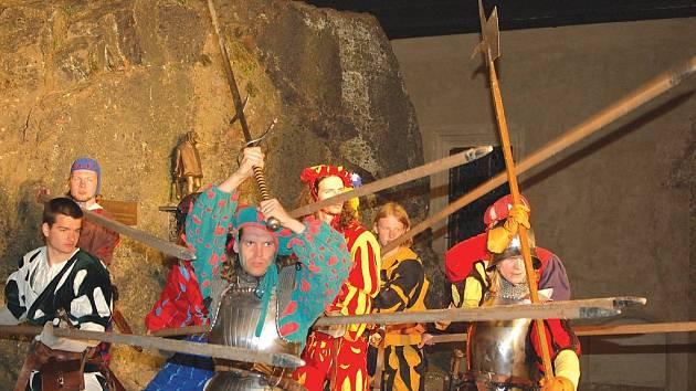 V Lokti se opět pořádaly historické souboje,kde se nešetřilo třelným prachem ani hrdinskými činy.