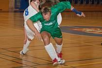 Sausfork (v bílém) vyhrál i druhé utkání finálové sérii krajského futsalové přeboru nad sokolovským Rádem, a zaslouženě tak postoupil do divize.