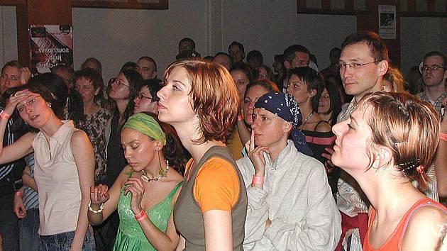 Sál Lidového domu ve Staré Roli si oblíbili nejen hudebníci, ale i posluchači. V minulosti tu koncertovaly i světově uznávané kapely, jako například Massive Attack. (Ilustrační foto.)