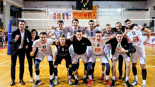Volejbalisté Karlovarska potvrdili na palubovce makedonského Vardaru Skopje roli favorita a zaslouženě postoupilo po výhře 3:1 na sety do další fáze CEV Challenge Cupu.
