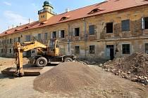 Zámek ve Štědré. práce na jeho obnově stále pokračují.