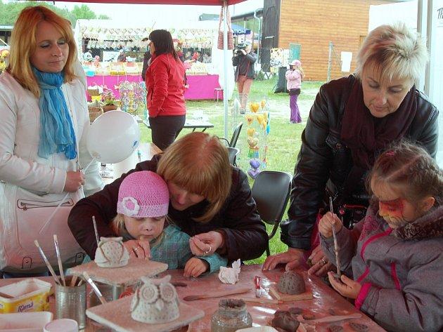 Den rodin s bohatým kulturním programem podpořil pěstounskou péči.