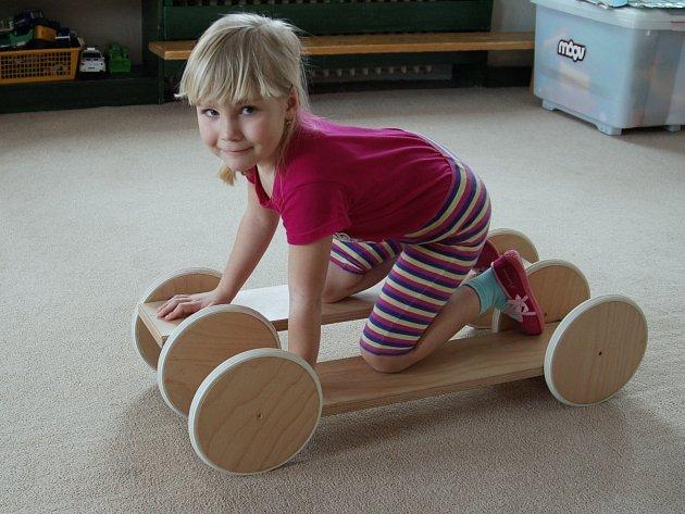 Kdy začít se správným pohybem? Nejlépe už v mateřské škole. A třeba i za pomoci různých pomůcek.