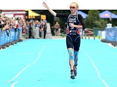 Jako druhá proběhla cílem Vendula Frintová.