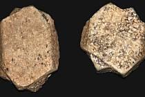 V blízkém okolí obce Hory lze nalézt jedinečné minerály. Jedná se o srostlé krystaly živce ortoklasu, které jsou známé jako karlovarská dvojčata.