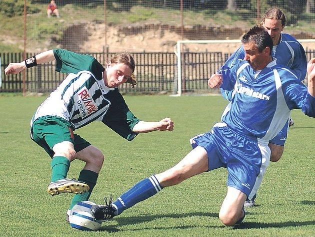 Výhru si připsali v rámci derby horalů nad Novými Hamry fotbalisté Perninku, kteří se tak vrátili na druhou příčku v tabulce.