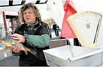 Podle prodejce Vladimíra Pancnera je jich dostatek, jsou ze sádek z Mariánských Lázní a prodávat se budou i na Štědrý den