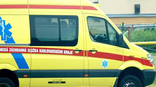 Záchranná služba pomohla v Karlovarském kraji většímu počtu lidí.
