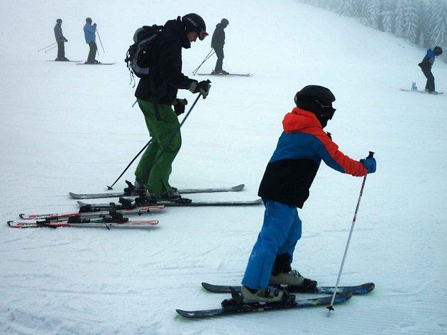 Víkend slibuje příznivé podmínky pro lyžování v Karlovarském kraji.