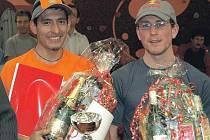 Třikrát za posledních pět let ozdobil Novoroční běh na Svatošské skály souboj o prvenství mezi peruánským vytrvalcem Vladimirem Escajadillem (vlevo) a českým reprezentantem v terénním triatlonu Janem Kubíčkem. Skóre je zatím 2:1 pro Peruánce.