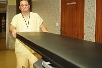 Na první pohled nenápadné, přesto naprosto unikátní operační stoly výrazně usnadní manipulaci s pacienty na sále. Při jejich použití například není nutné pacienta několikrát přemisťovat.