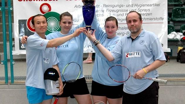 Kvarteto hráčů Jiskry Nejdek v sestavě Stanislav Newiak, Mirka Růžičková, Antonie Borčíková a Tung Hai Trinh zvítězilo na badmintonovém turnaji Erzgebirgs cup.