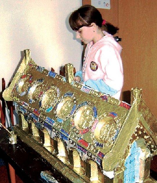Budou dva relikviáře v Bečově nad Teplou.
