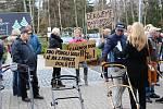 Protestní akce u karlovarského letiště.
