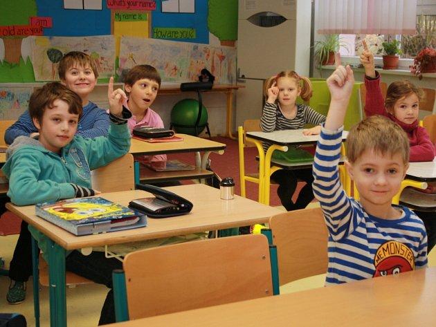 Žáci 1. soukromé základní školy se zatím stále mohou učit. Co bude od nového školního roku, to učitelé nevědí. Ze současných prostor dostala škola od kraje výpověď.