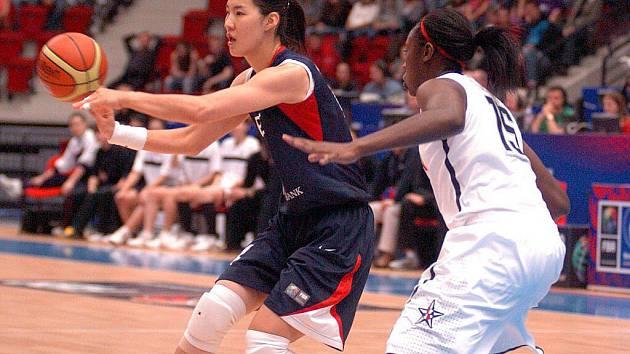 Ve čvrtfinále MS v basketbale žen proti sobě nastoupily týmy USA a Kora. Nakonec se z vítězství radovaly basketbalistky USA (v bílém), které vyhrály celé utkání v poměru 106:44.