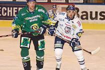 Milan Kraft (vlevo) a Pavel Kašpařík těsně po vhazování.