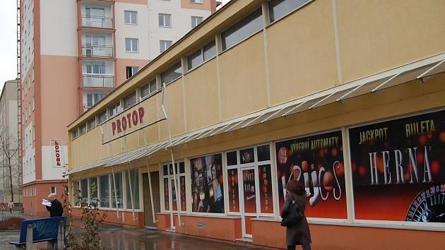 Záměr se nelíbí. Podle obyvatel Tuhnic by došlo kvůli realizaci tržiště v Krymské ulici ke znehodnocení jednoho z mála klidových míst a k úbytku zeleně.