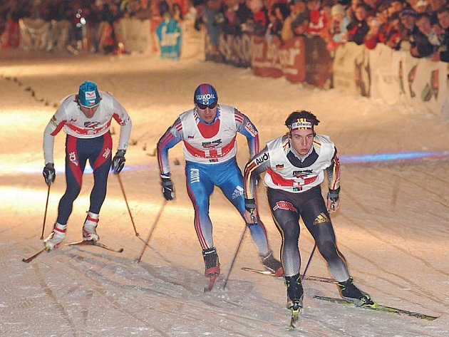Na běžkách v lázních. O Vánocích by měl karlovarskou pěší zónu opět pokrýt sníh kvůli běžkařským závodům.